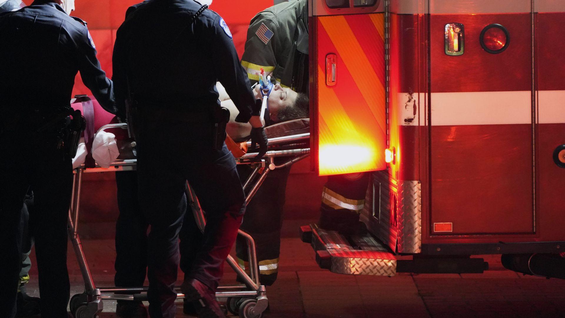 """Властите обявиха Капитолия за """"обезопасен"""", има тежко ранени, простреляната издъхна"""