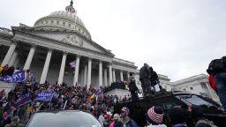 Шефът на ФБР обвини нападателите на Капитолия във вътрешен тероризъм