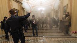 Полицейски шеф: Поддръжници на Тръмп искат да взривят Капитолия, докато Бъйдън говори