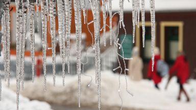 Рекордни студове в Китай и Испания, снежна буря в Япония (видеа)