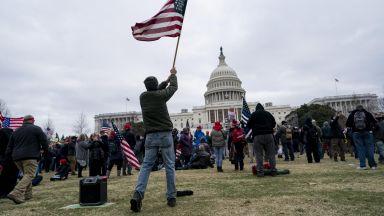 Обвиниха полицай от Чикаго за участие в щурма на Капитолия