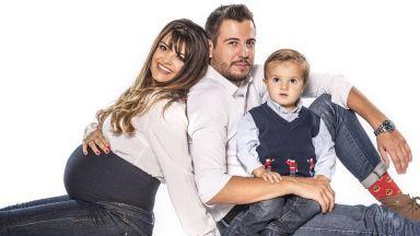 Петя Дикова и Илиян Любомиров в първа семейна фотосесия с двете им деца