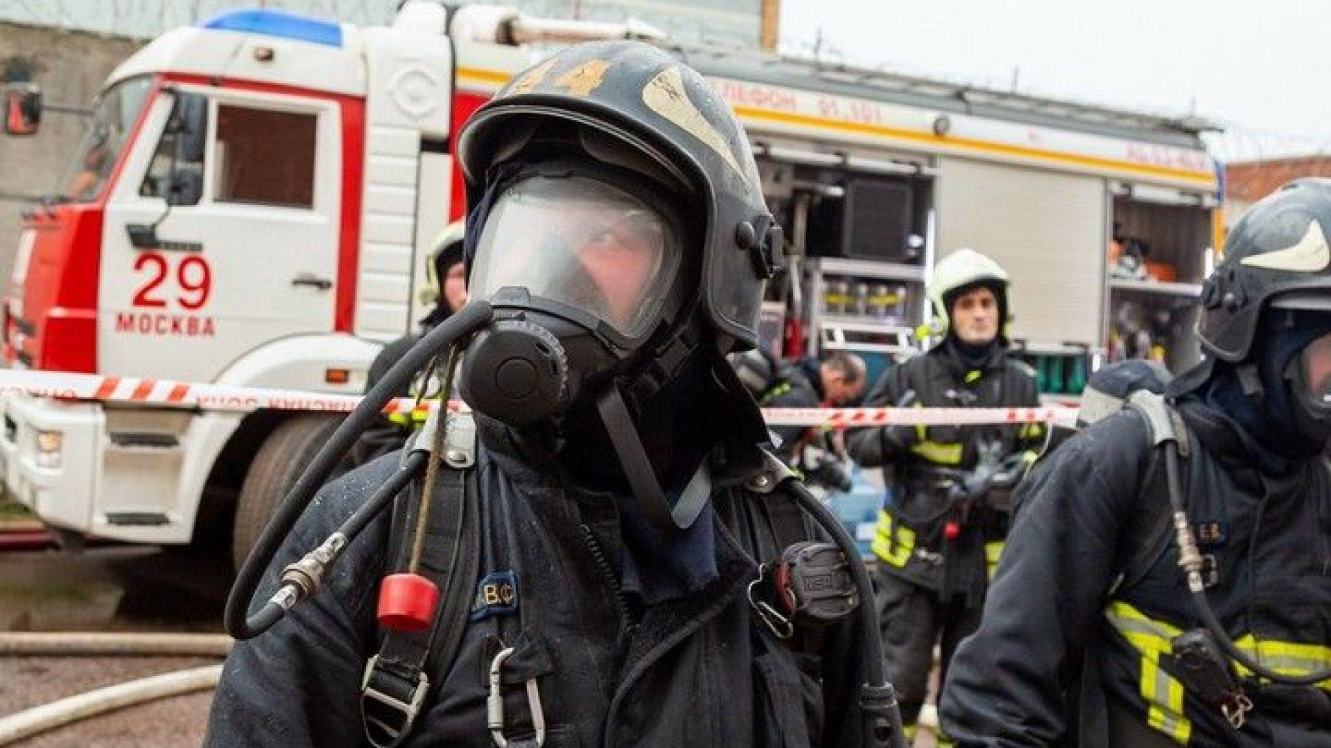 Четирима загинаха в пожар на 7-ия етаж на блок в Москва (видео)