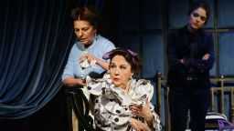 """""""Три високи жени"""" дават началото на Новата театрална година в Народния театър"""