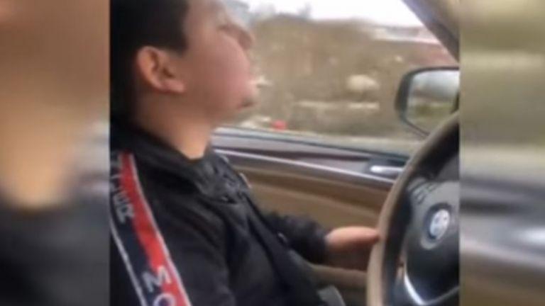 10-годишно момче шофира БМВ по улиците на Пещера и размахва