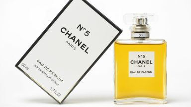 """Ароматът на безсмъртието - Парфюмът """"No 5"""" на Chanel навършва век"""