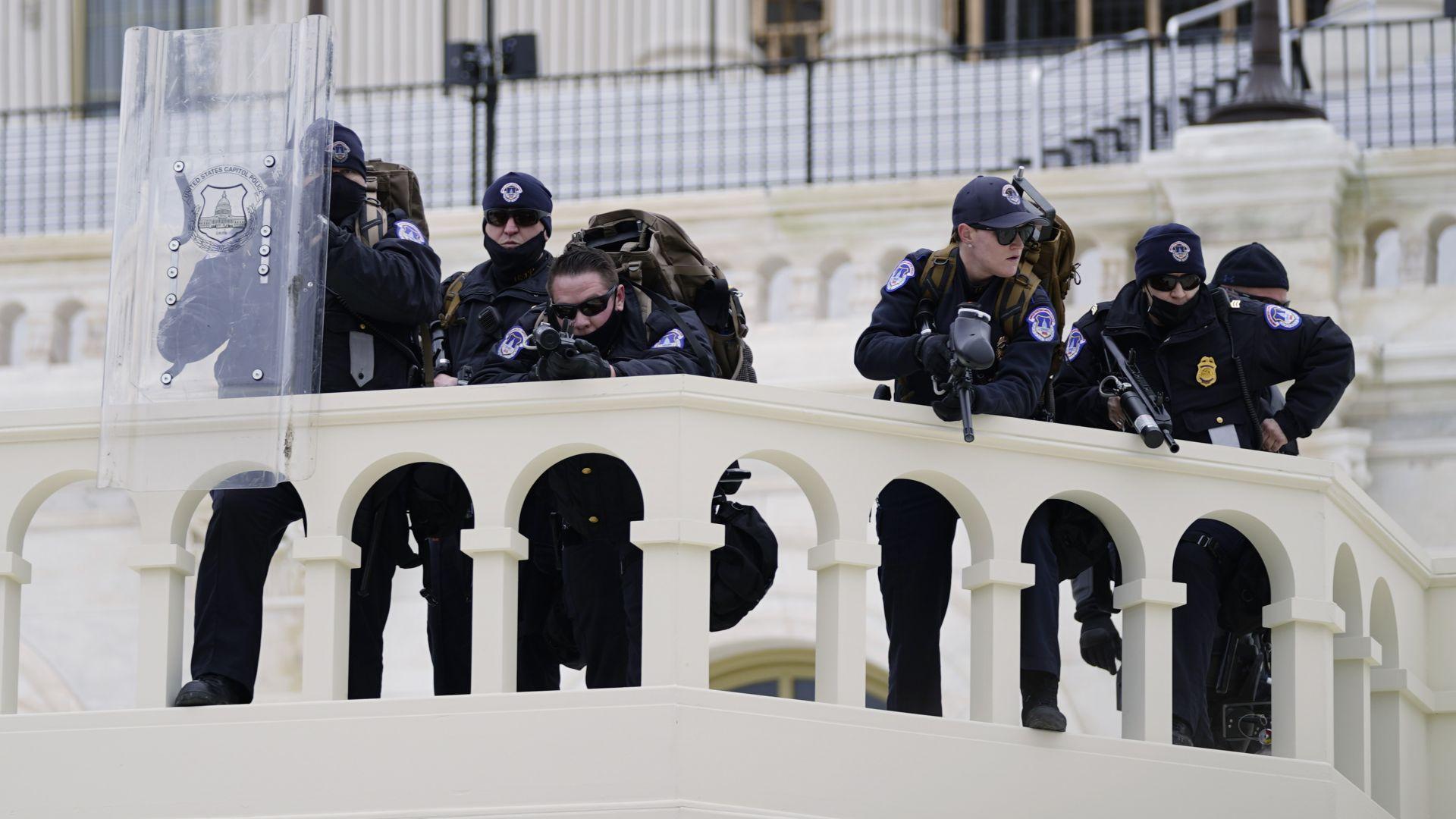Пета жертва на щурма във Вашингтон - в болница почина ранен полицай