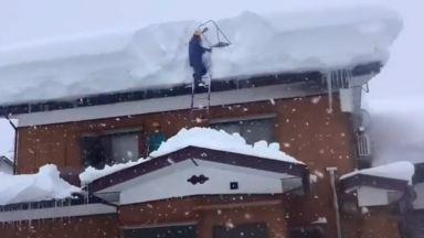Мощна буря удари Япония, очакват до метър сняг (видео)
