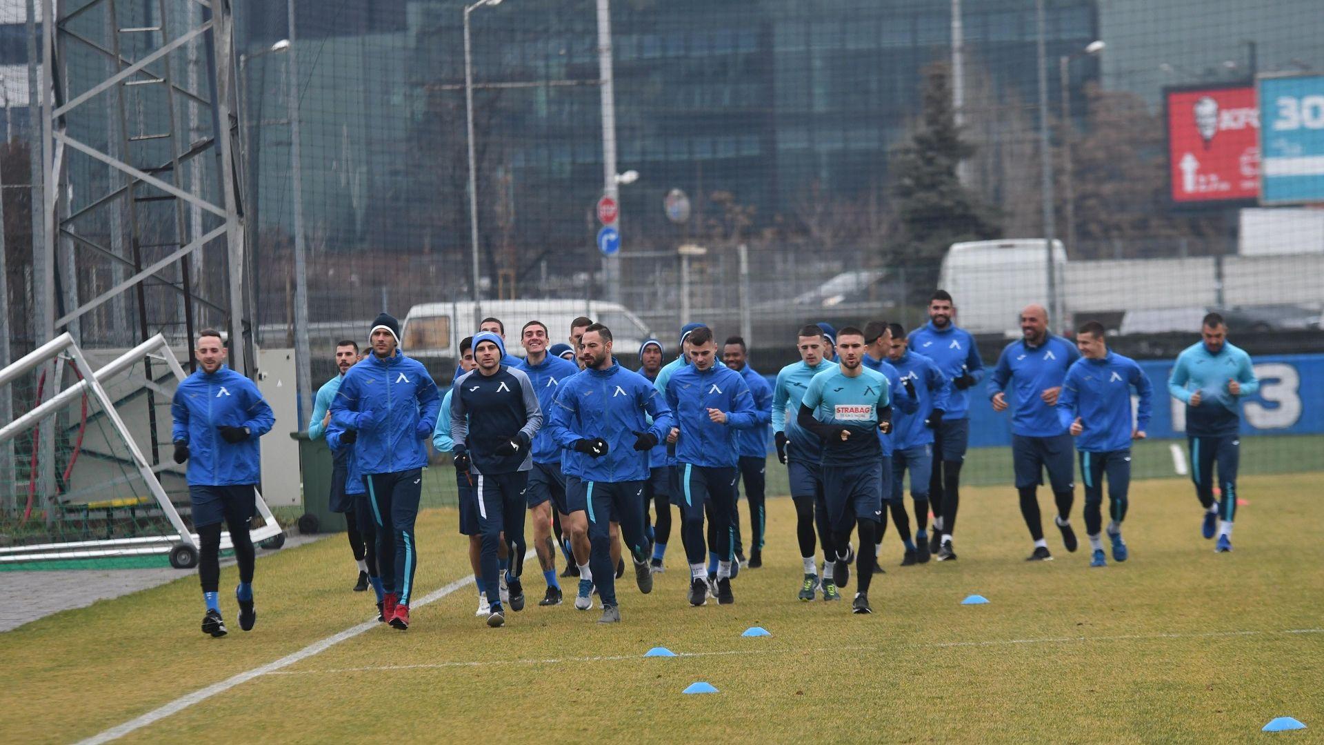 "Подготовката за ""Левски"" стартира без треньора и без нови"