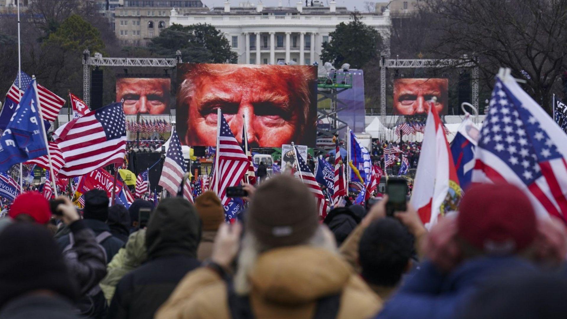 Тръмп е под силен натиск след бунта срещу Капитолия