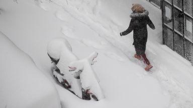 Отмениха около 300 полета в Мадрид заради снеговалежа