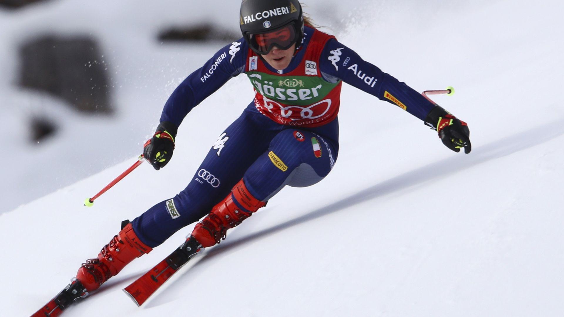 Олимпийската шампионка София Годжа отвя конкуренцията в спускането
