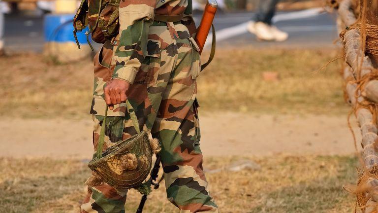 Китайски войник е бил заловен от Индия от индийската страна