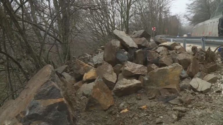 Пътят за Рилския манастир остава затворен за туристи за неопределен