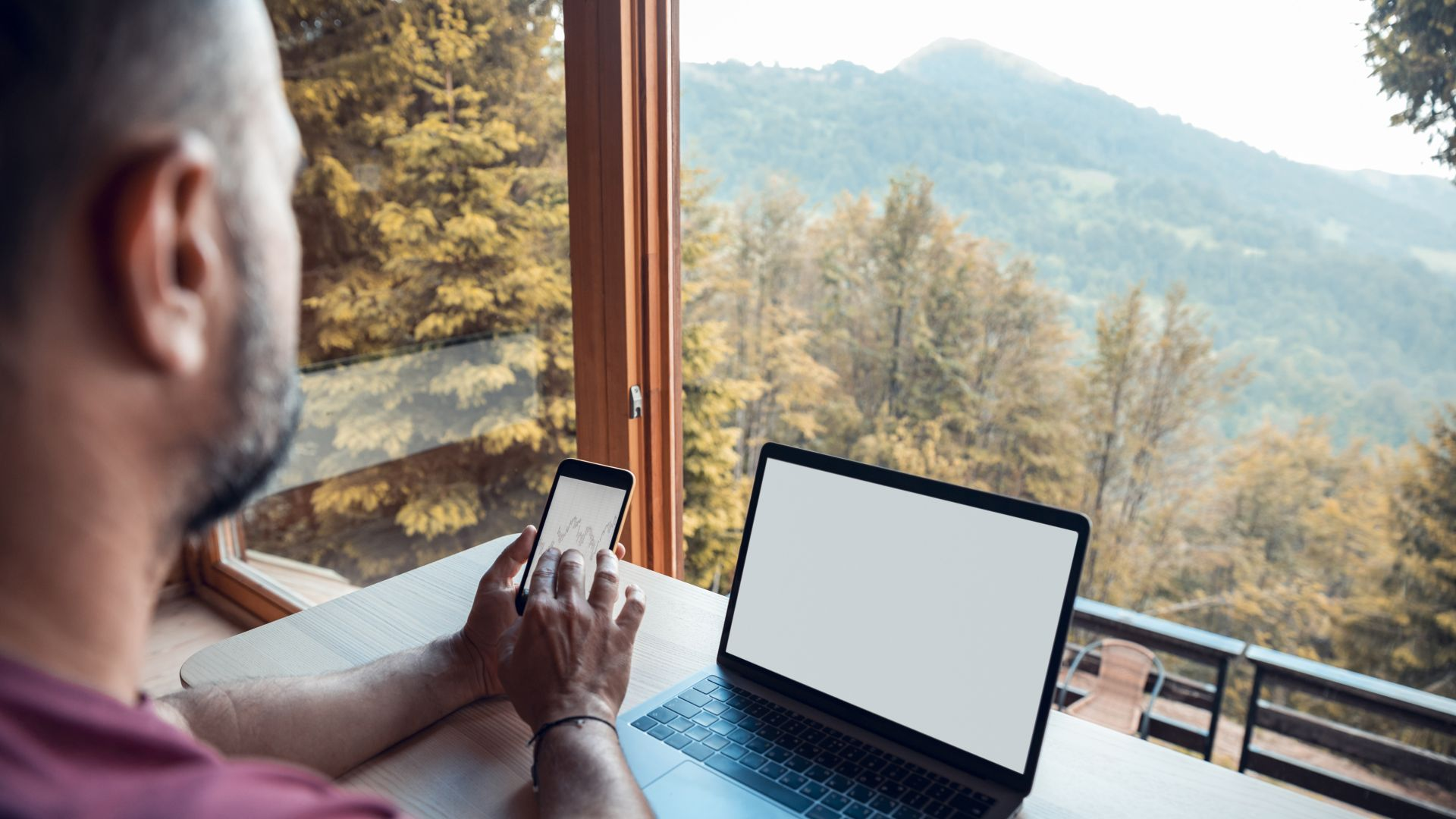 """""""Лаптопаджийски сезон"""": Дистанционният офис в планината все по-предпочитан"""