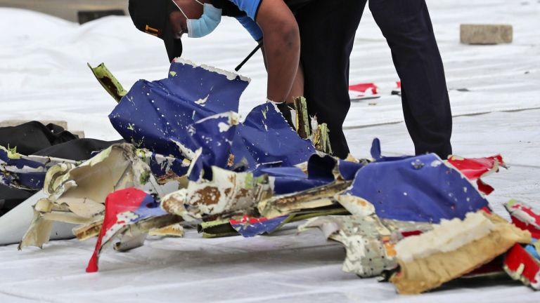 Разбилият се в Индонезия Боинг 737-524 (Boeing 737-524) е попаднал