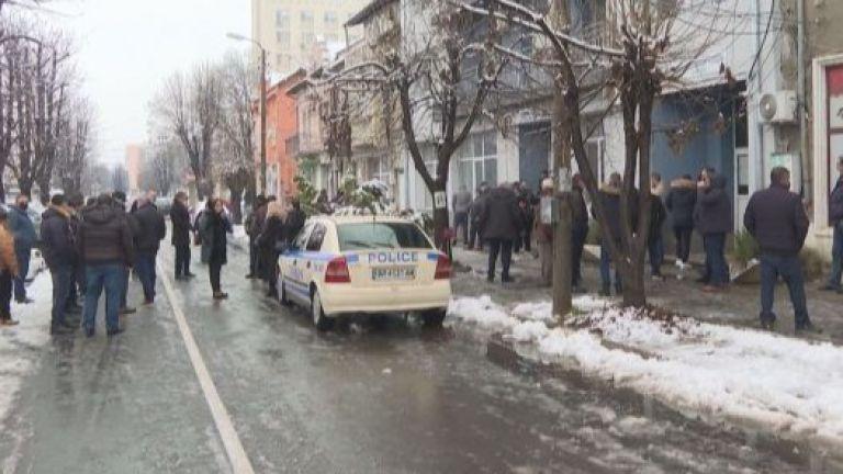 Близки на починалото момче в Мездра организираха мирен протест пред
