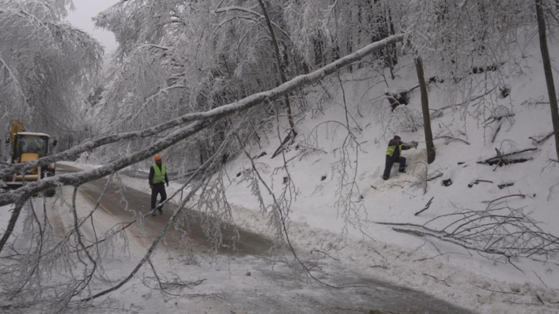 Тежка зимна обстановка в Северозапада, Петрохан остава затворен