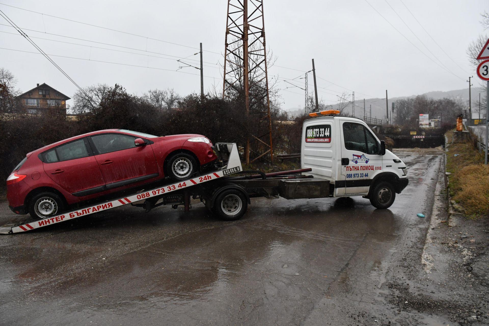 В участъка е закъсал един автомобил, който е изтеглен от екип на Звеното за аварийна помощ към Столична община