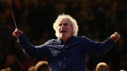 Сър Саймън Ратъл напуска Лондонския симфоничен оркестър и става диригент на оркестъра на Баварското радио