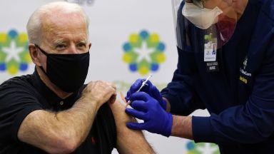 Джо Байдън получи втора доза от ваксината срещу Covid-19 (видео)