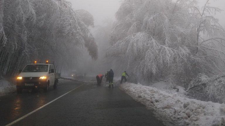 Валежите спират утре, но идва студ до минус 15 градуса