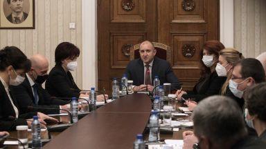 """Напрегнати консултации при президента: ГЕРБ против """"екзотични промени"""" в последния момент"""