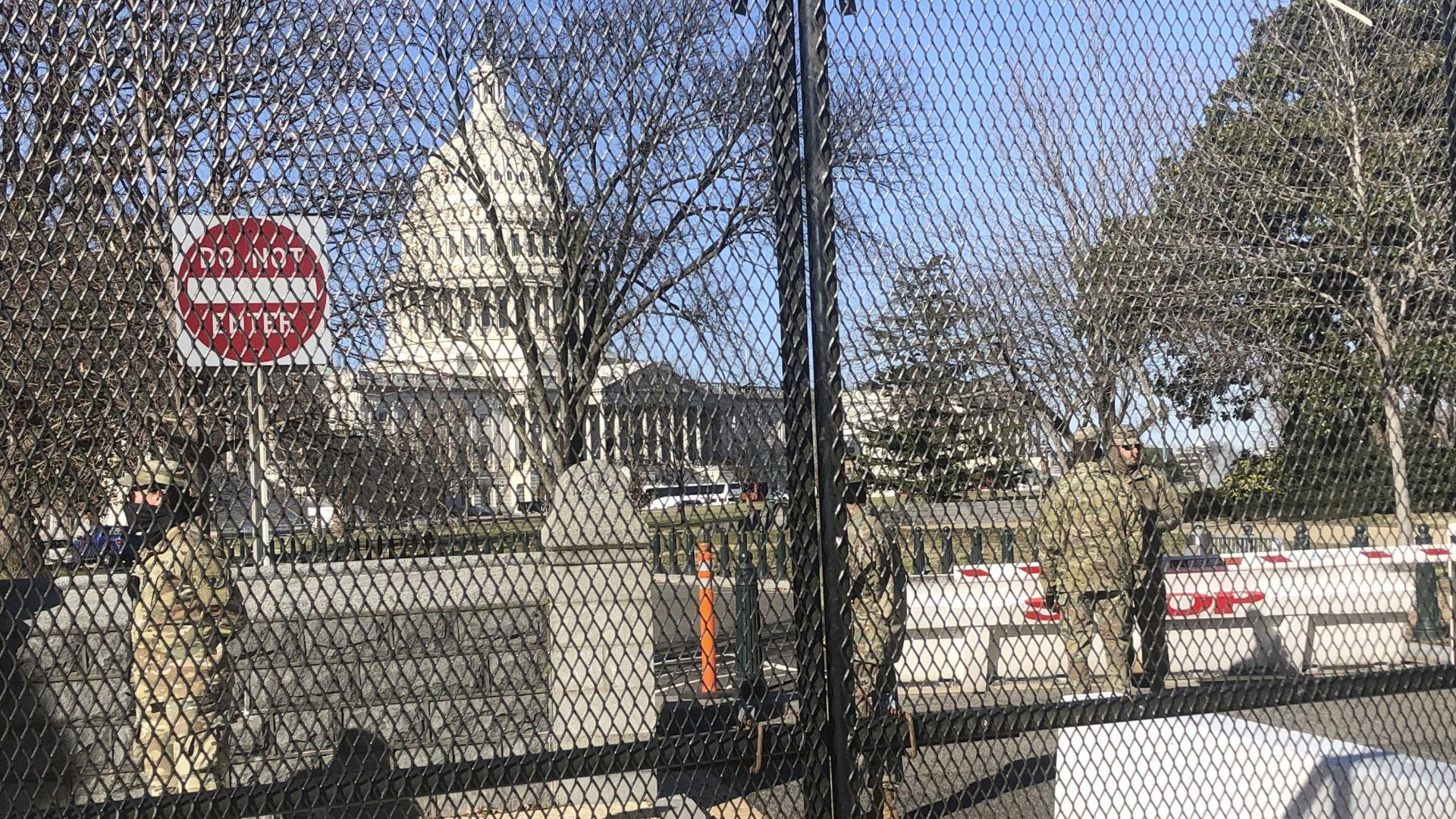 Тръмп обяви извънредно положение във Вашингтон (снимки)