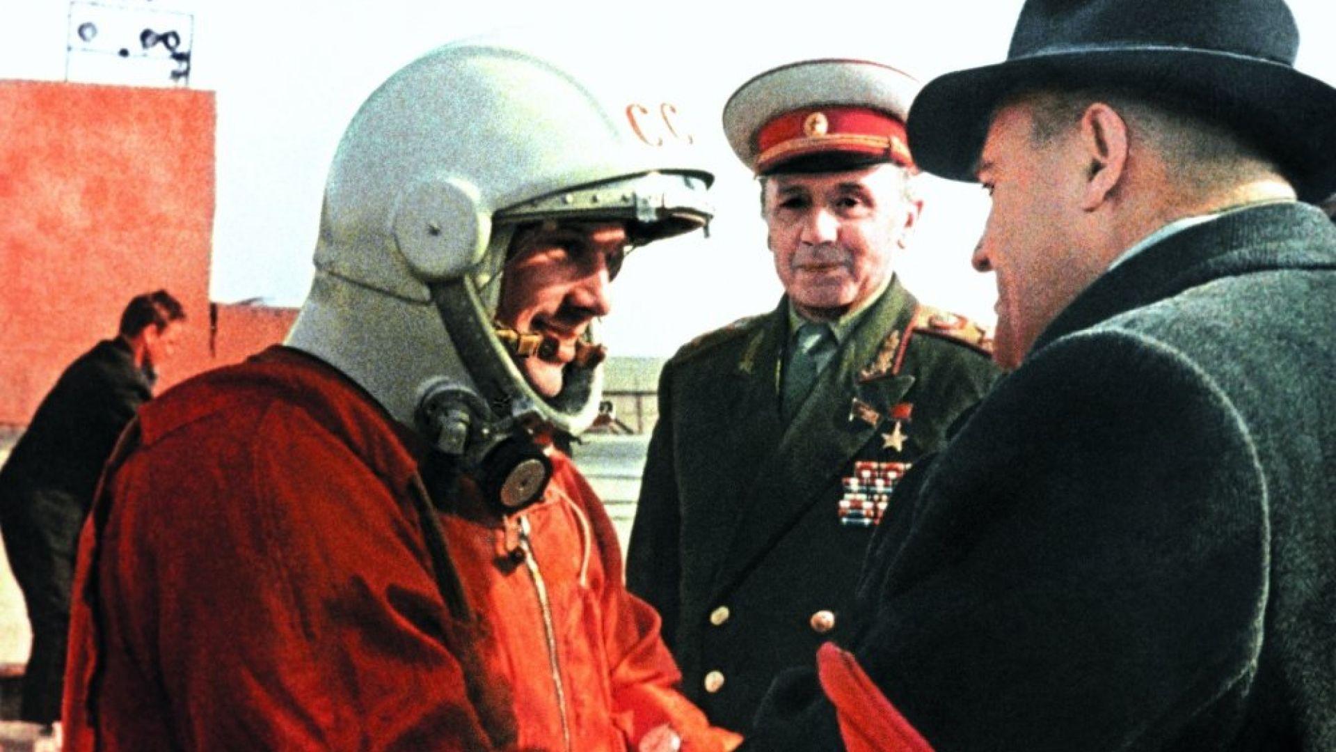 Корольов и Гагарин преди историческия полет към Космоса