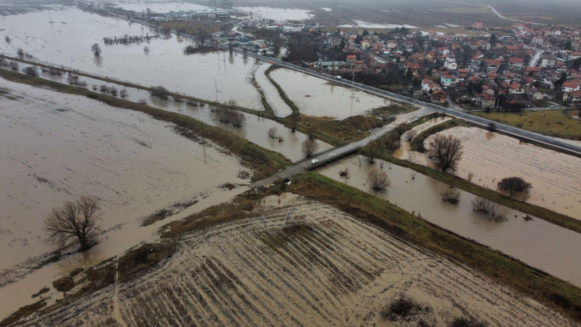 Земеделци, пострадали от проливните дъждове, могат да подадат заявление за обследване