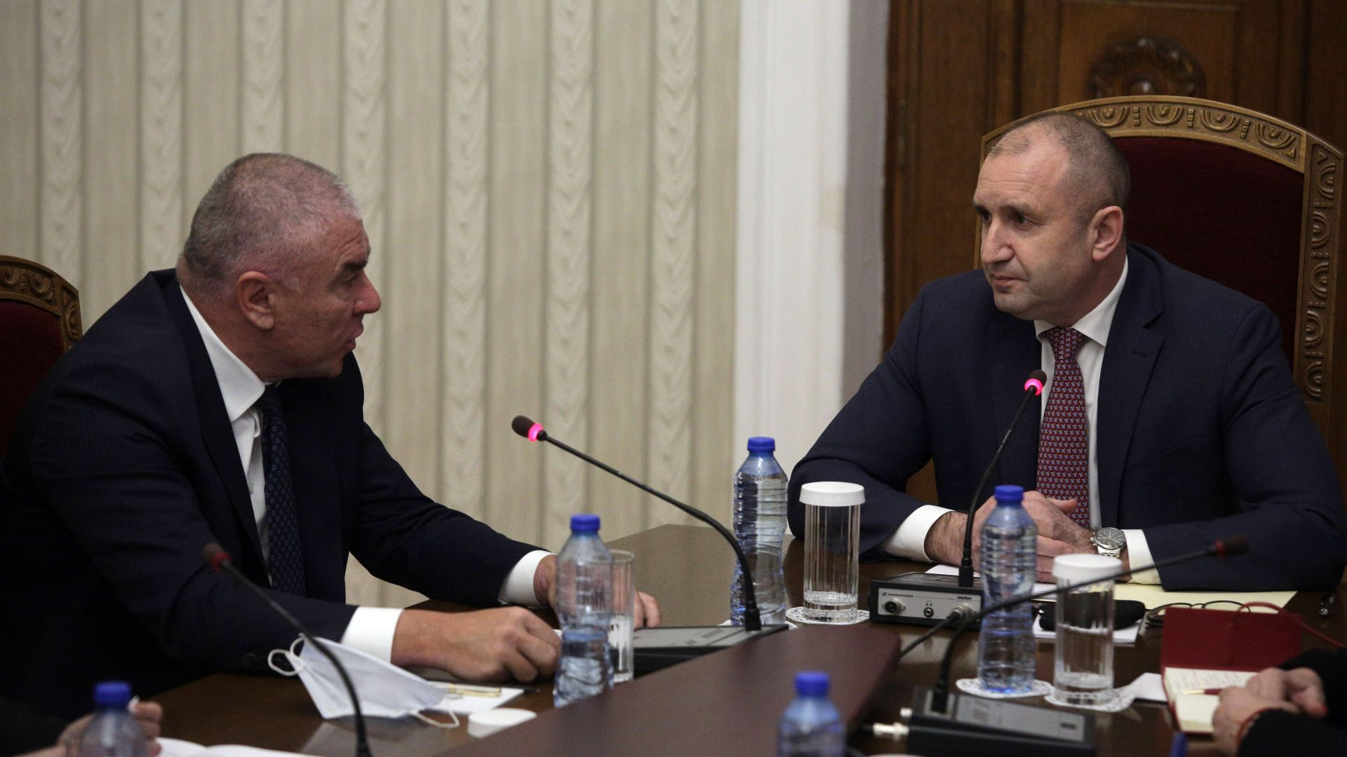 Напрежение на консултациите в президентството: Остри реплики между Марешки и Радев (видео)