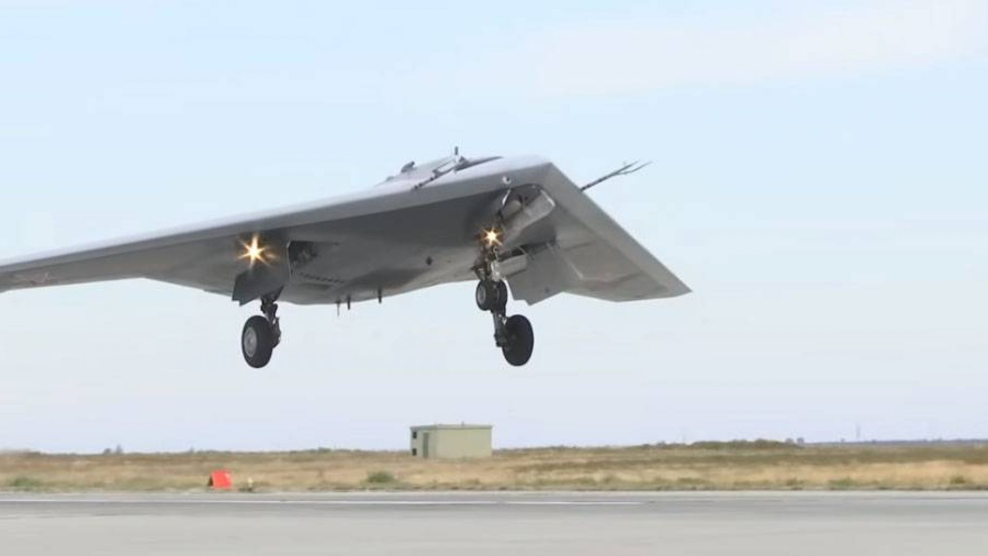 """Руският боен дрон """"Охотник"""" вече нанася бомбени удари"""