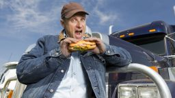 Конфискуваха сандвичите на британски шофьори заради Брекзит (видео)