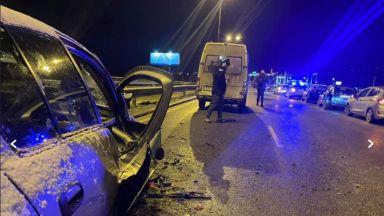 Голяма верижна катастрофа в София блокира Околовръстното, 2-ма са в болница (видео)