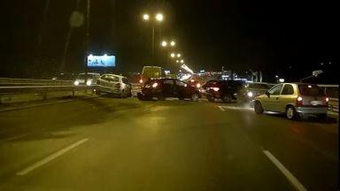 Вижте момента на удара при катастрофата на Околовръстното (видео)