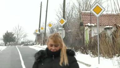 Монтираха в село 9 еднакви пътни знака на улица, дълга 360 метра (видео)
