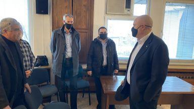 Иван Гешев и Ивайло Иванов с извънредна визита в Мездра заради убитото дете