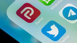 """Социалната мрежа Parler съди Amazon за това, че е """"изгонена"""" от интернет"""