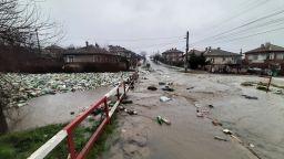 Канализация по европроект излива фекални води по улиците на Средец