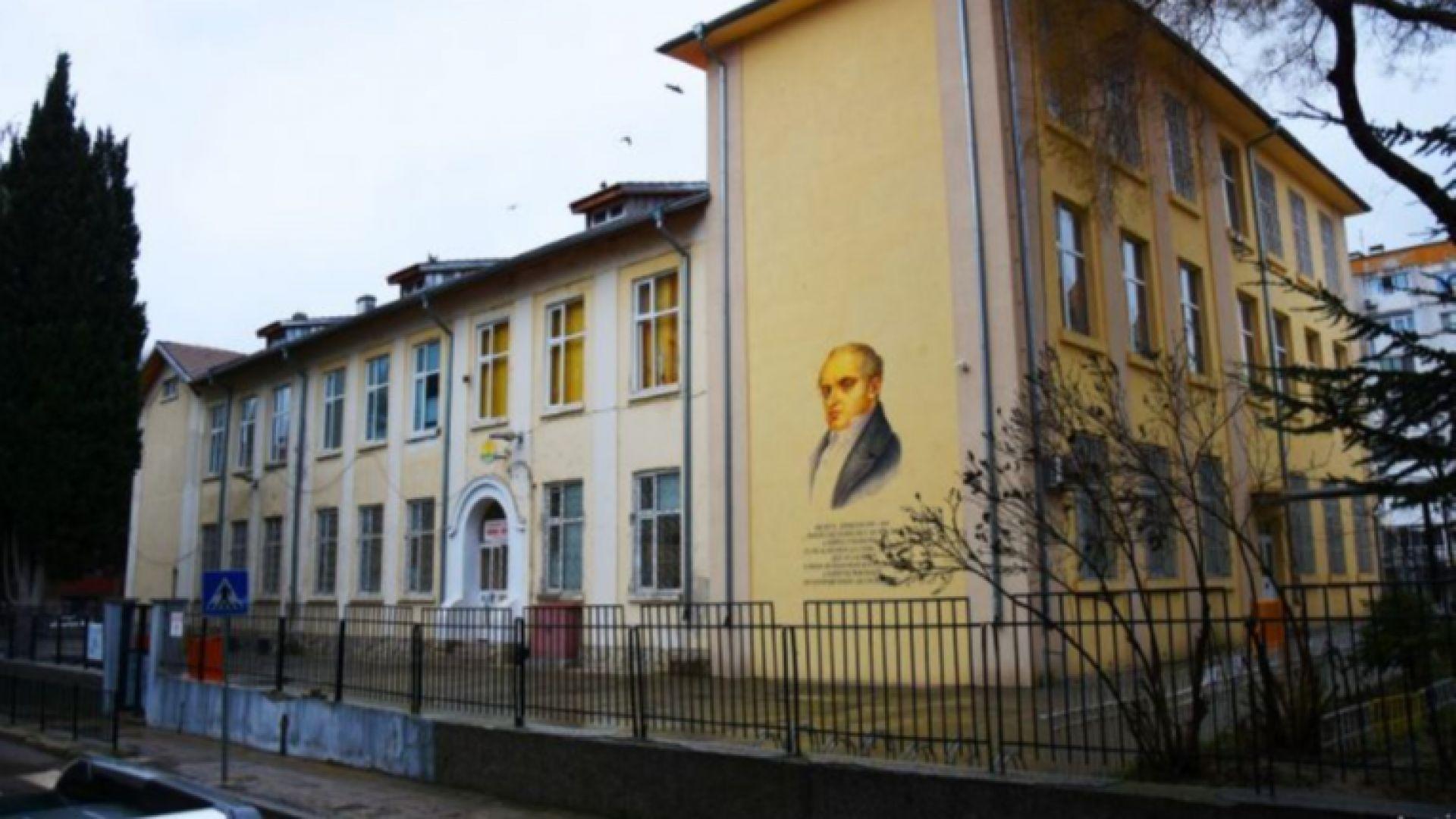 Изрисуваха фасадите на още две училища във Варна