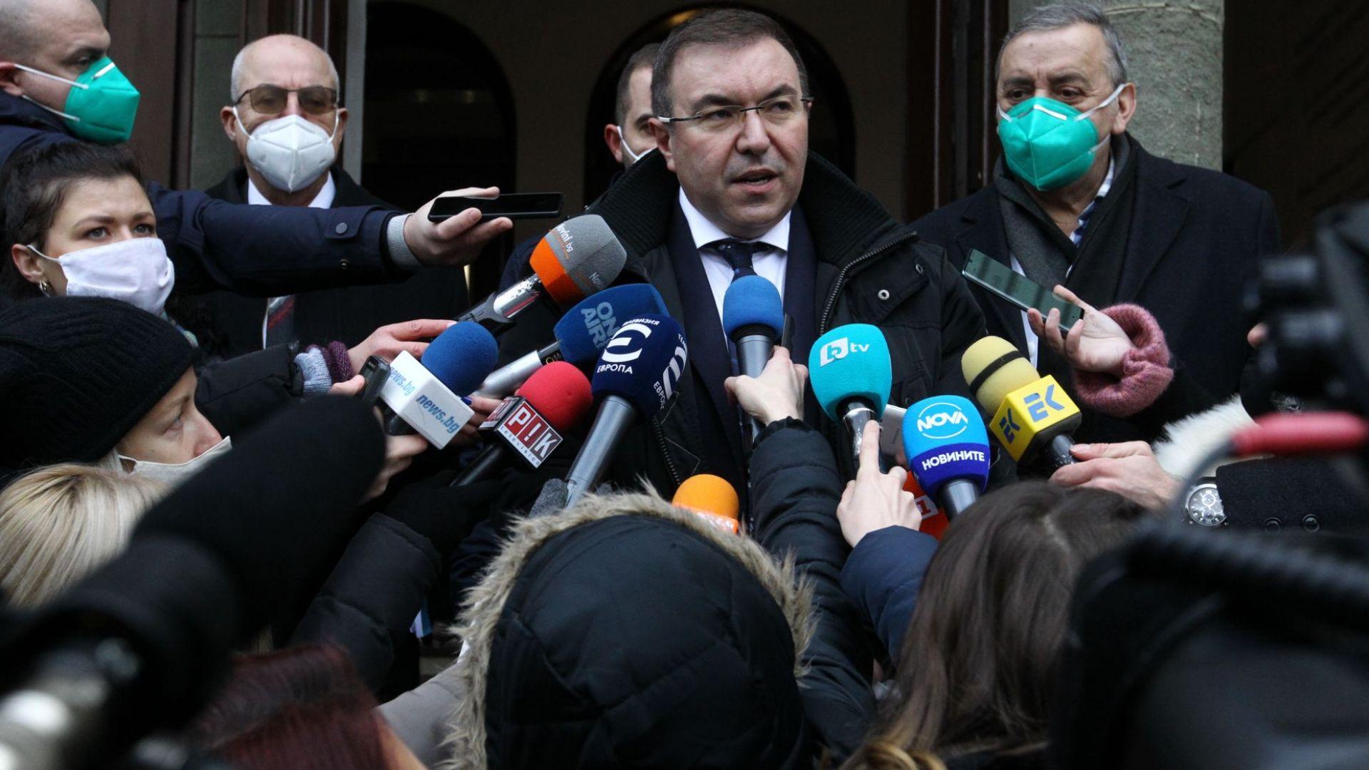 Здравният министър: Започва масово тестване на учители, от февруари може да има промяна в мерките