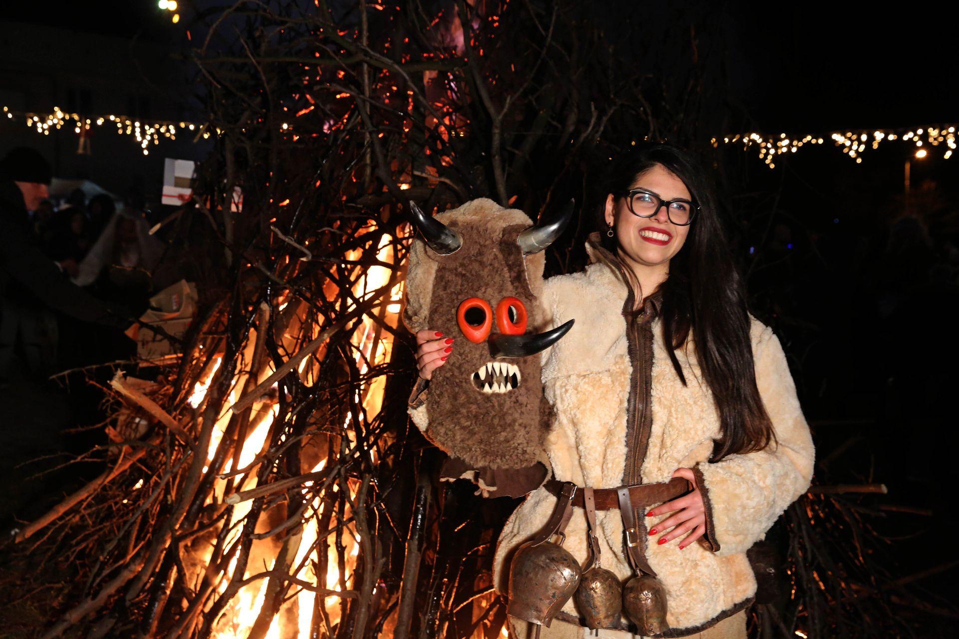 Ритуалните шествия с кукери в село Батановци преминаха при строги противоепидемични мерки.