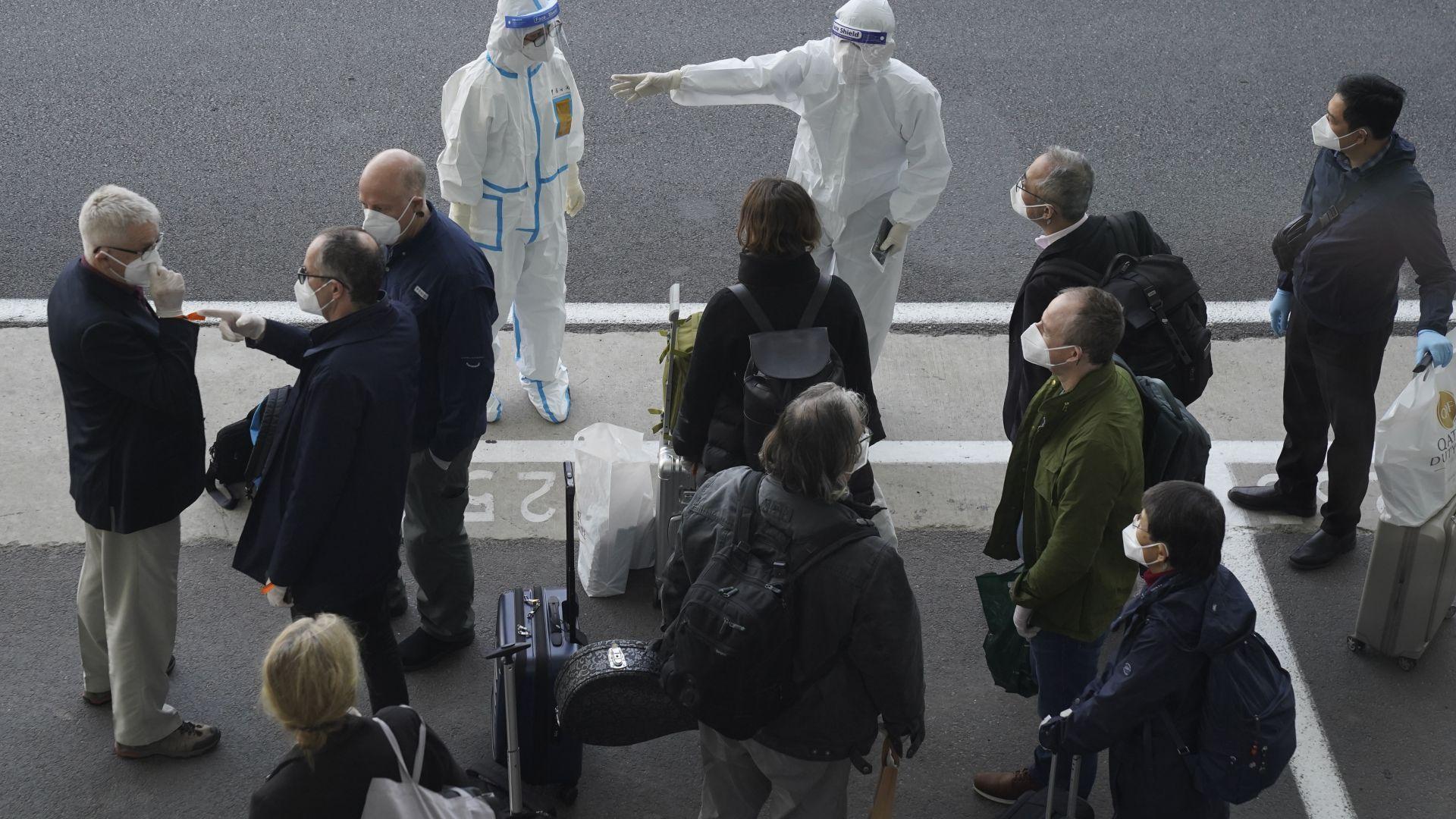 Втори опит - успешен: Екипът на СЗО пристигна в Ухан, за да разследва коронавируса (видео)