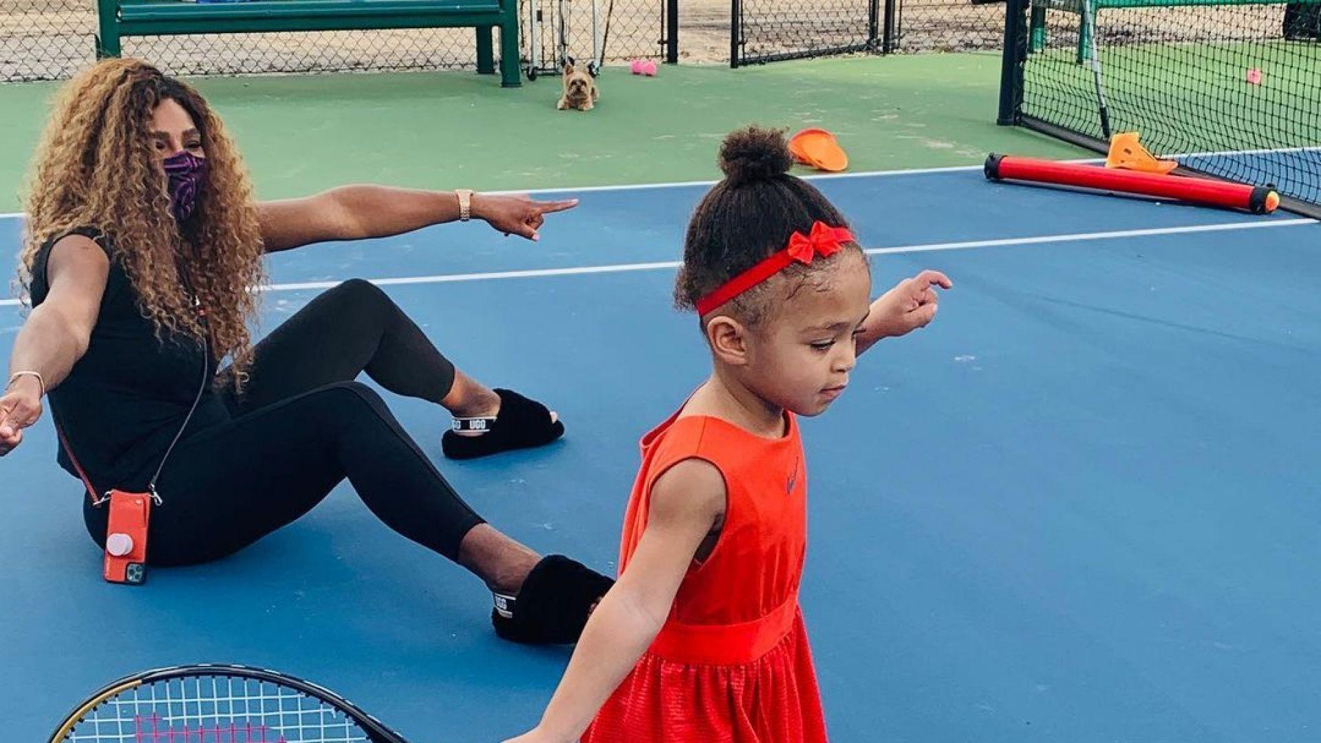 Каквато майката, такава и дъщерята: момичето на Серина Уилямс усвоява мощния удар на тенисистката