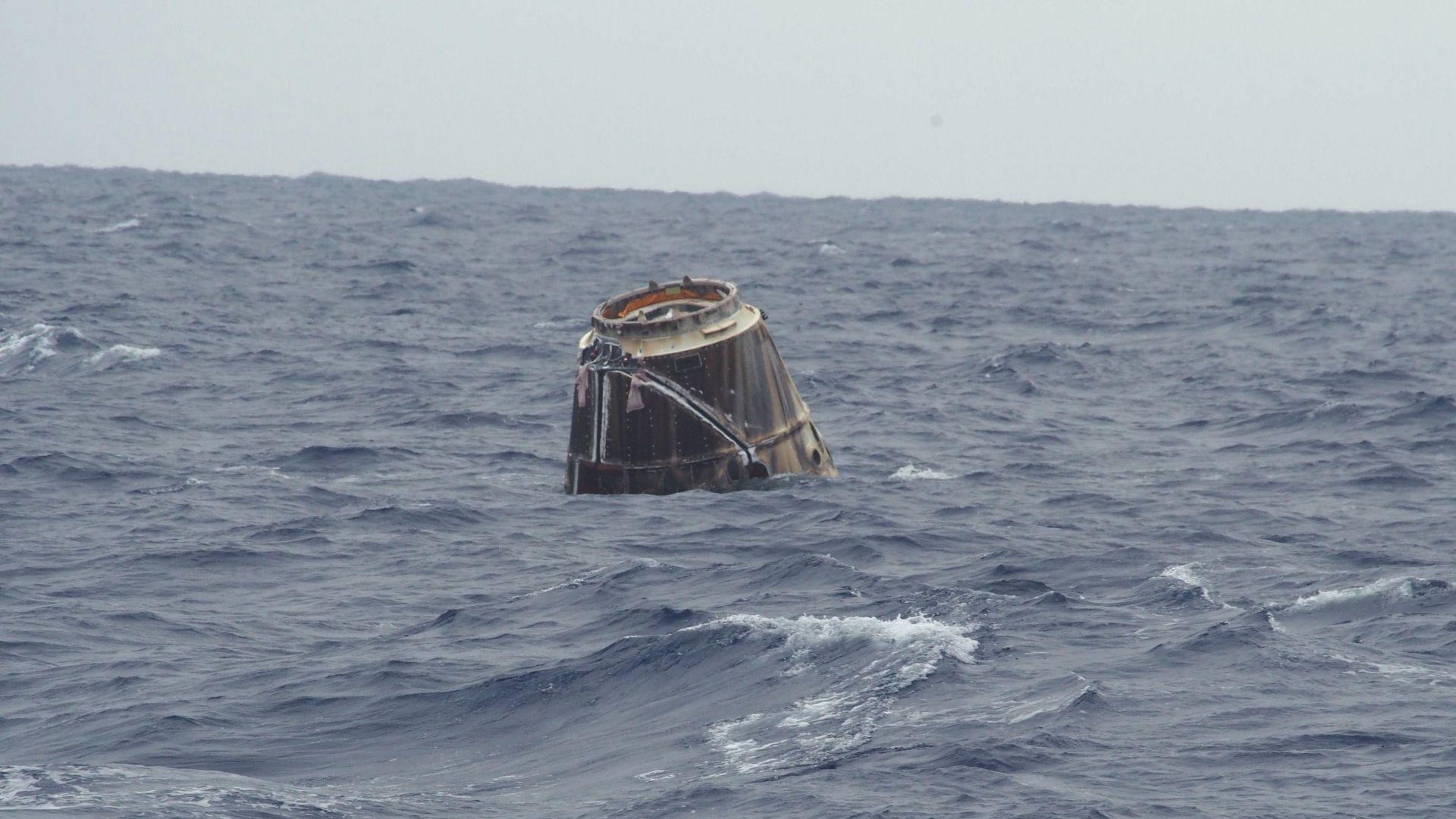 """Товарният космически кораб """"Дракон"""" се приводни край Флорида"""
