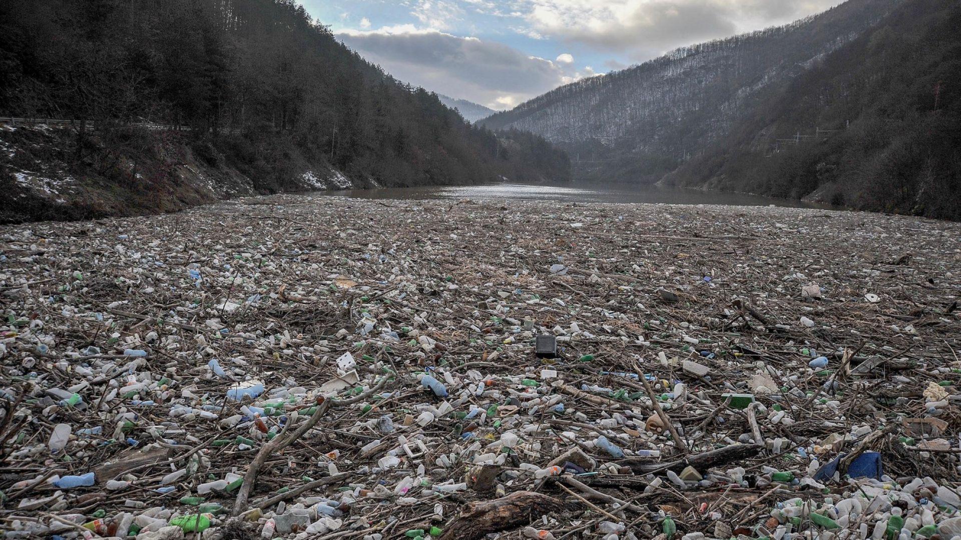 """С """"високите води"""" изплува и огромният проблем с боклука"""