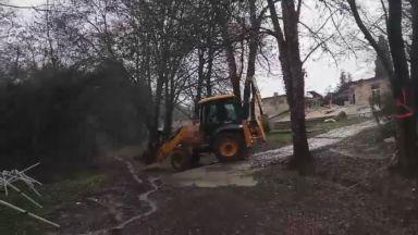 Атакуваха с багер оранжерията в Ботаническата градина във Варна