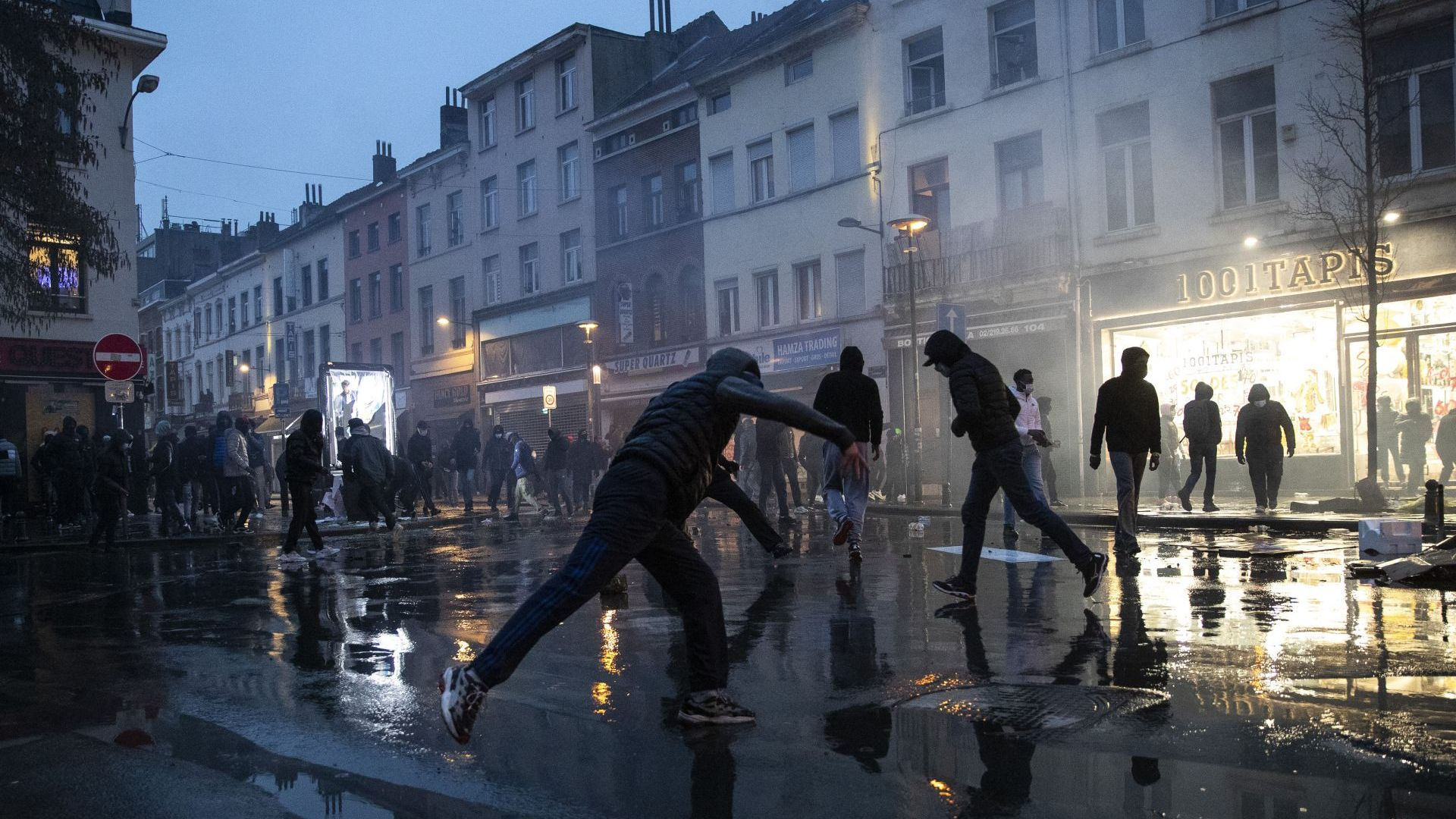 Протести и безредици в Брюксел, над 100 арестувани (снимки/видео)