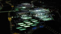 Феновете на Australian Open се връщат на трибуните утре