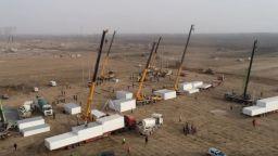 Спешно строят нов карантинен център край Пекин, призоваха 20 млн. китайци да останат вкъщи (видео)
